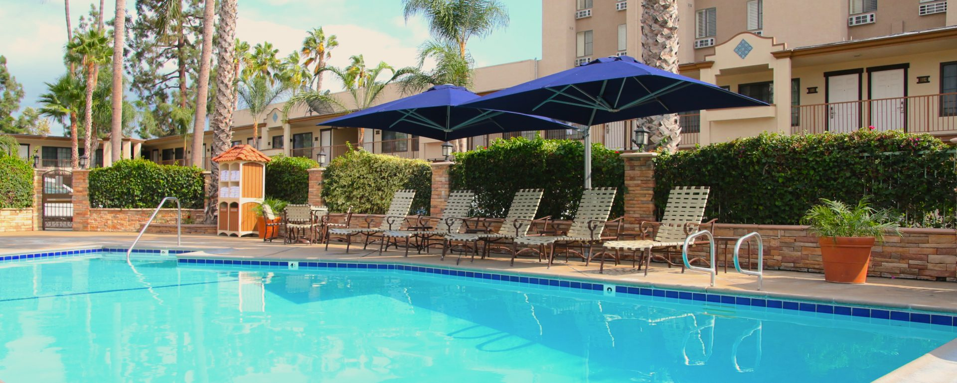 outdoor pool area at Park Vue Inn in Anaheim, CA