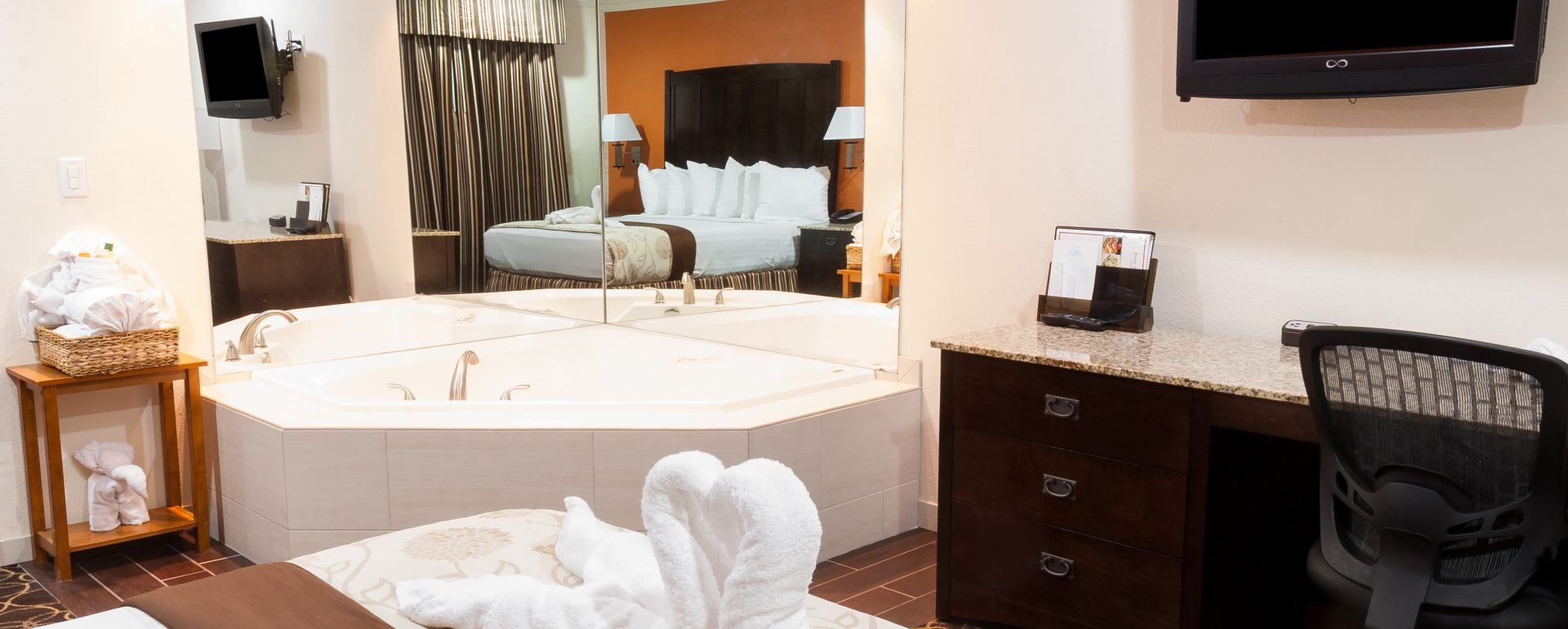 king bed with jacuzzi in room at Park Vue hotel in Anaheim, CA