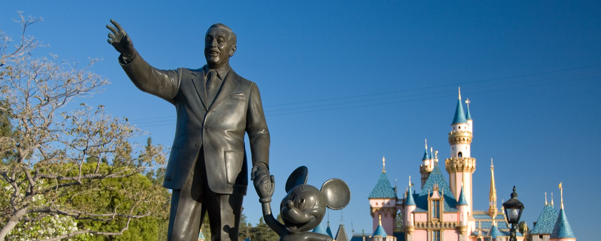 Disneyland statue of walt and mickey